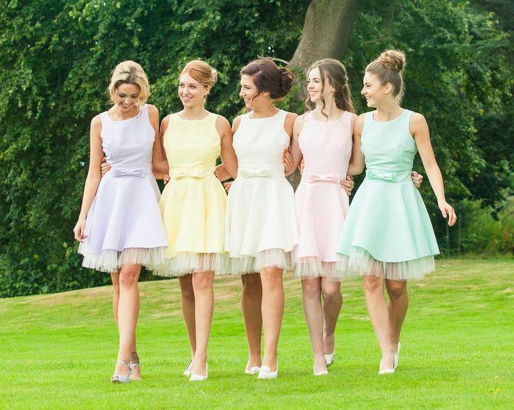 pastel kleurige bruidsmeisjes