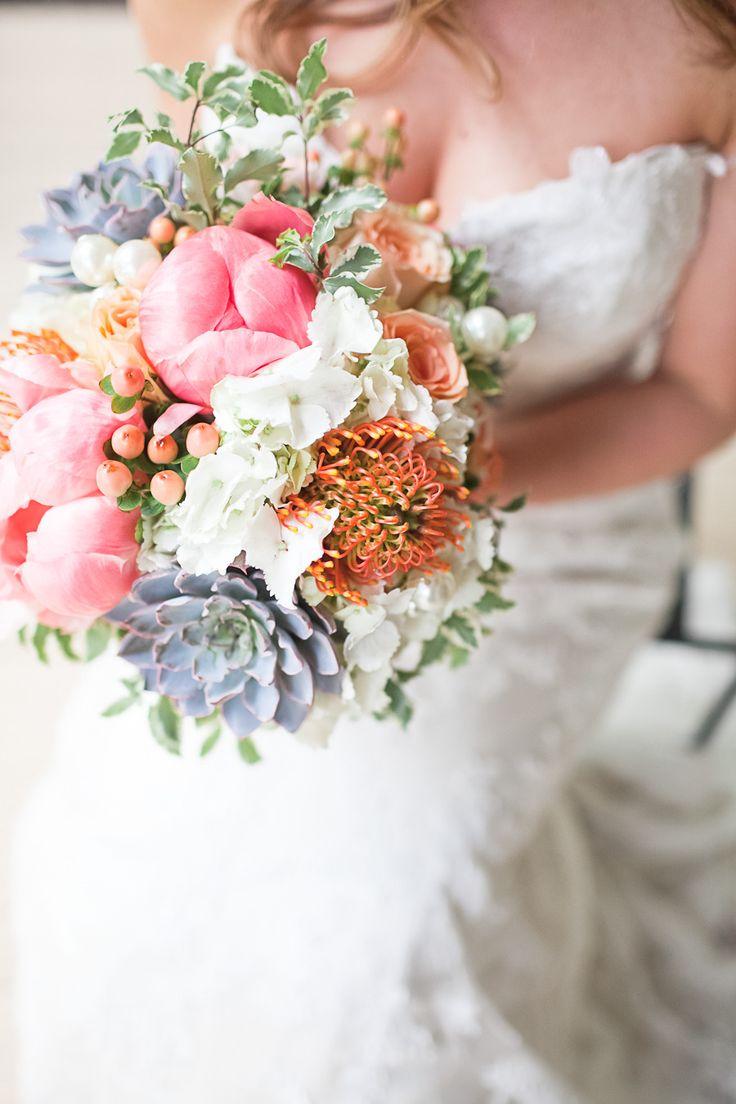 pastelkleurige bruidsboeketen