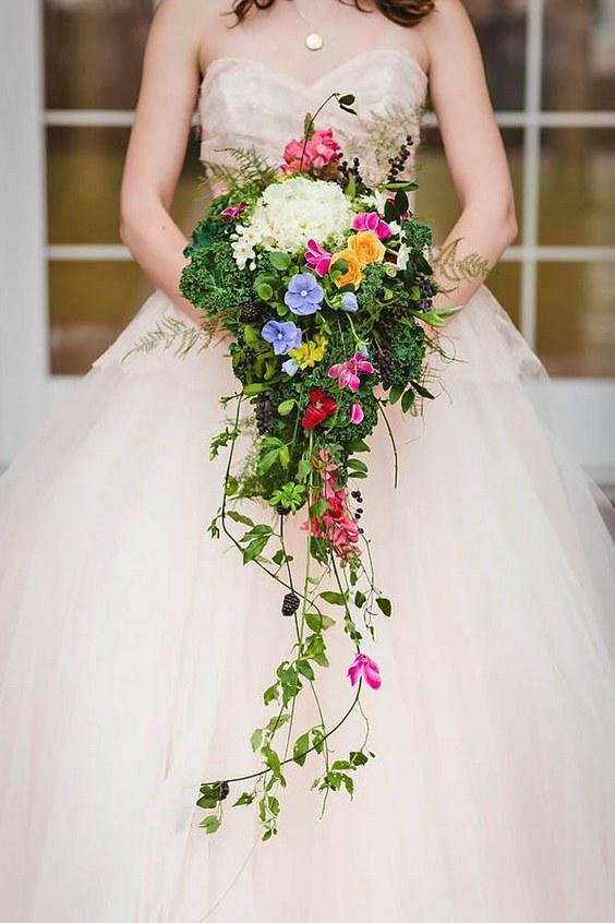 cascade bruidsboeket