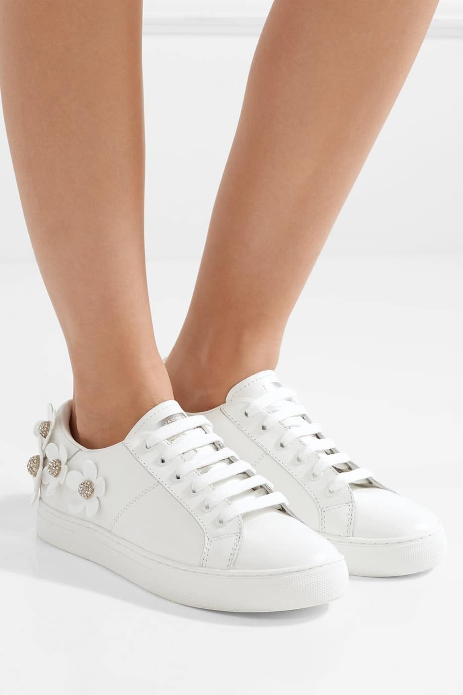 sneakers voor onder je trouwjurk