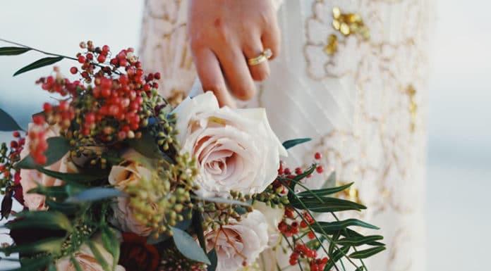 bruidsboeketten met gemende bloemen