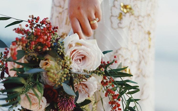 15 Bruidsboeketten met gemengde bloemen In White