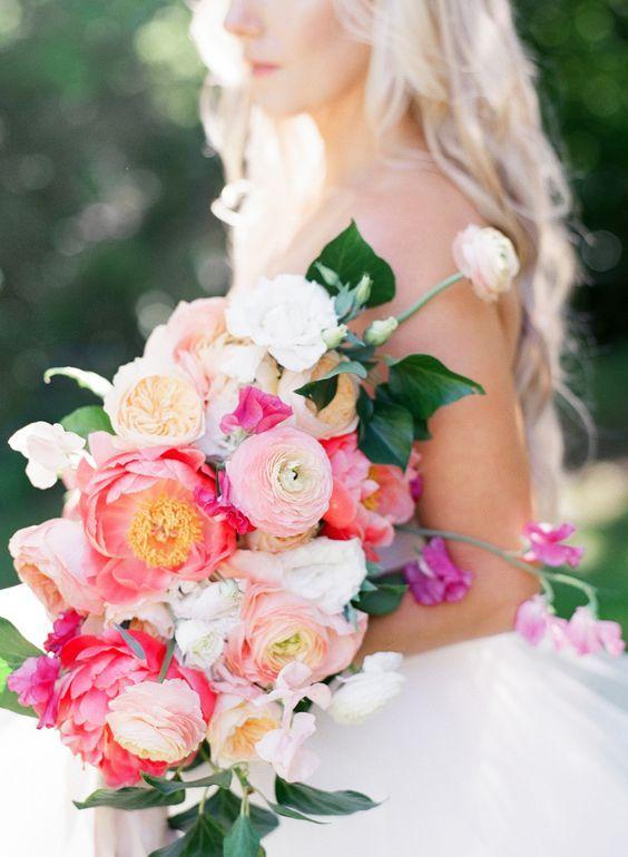 Knalroze bruidsboeketten 7
