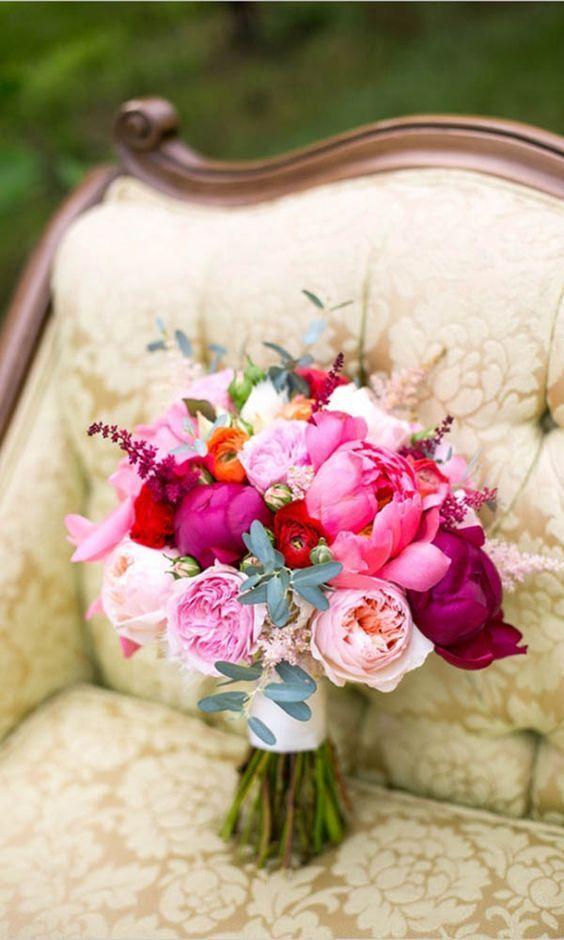 Knalroze bruidsboeketten 13