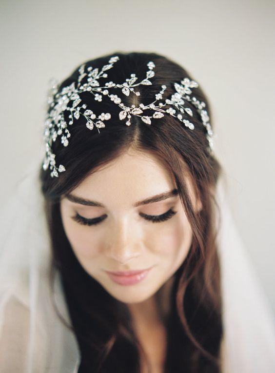 bruidskapsels met haaraccessoires