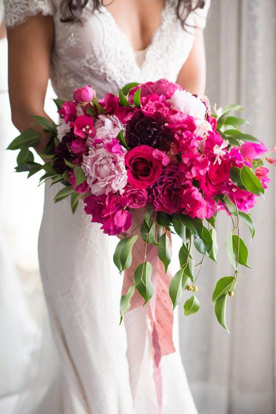 Knalroze bruidsboeketten 10