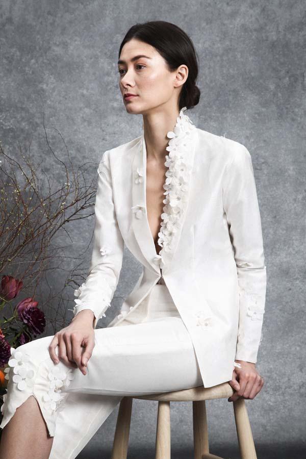 bruidsmodetrends voor 2020 bridal blazer 3