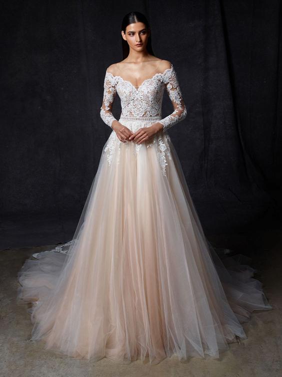 gekleurde trouwjurk met lange mouwen