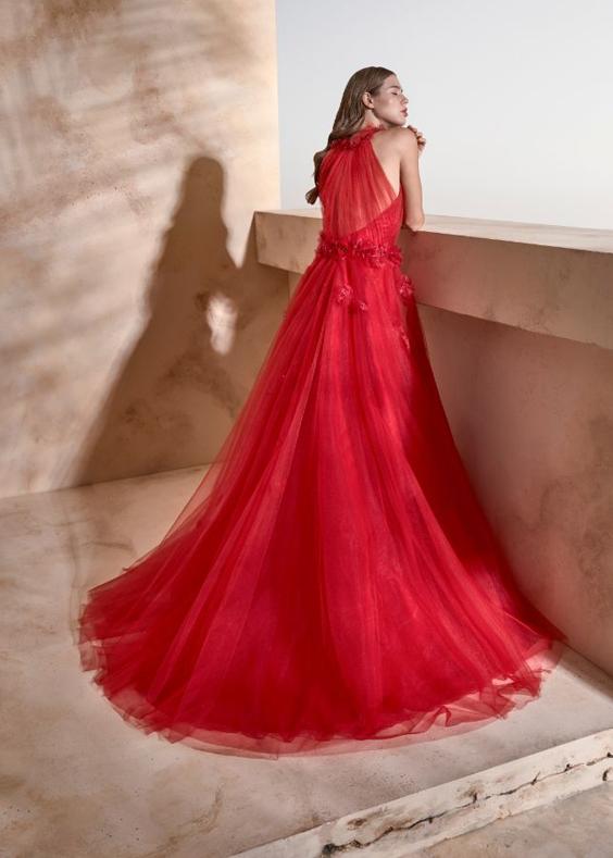 Rode gekleurde trouwjurk