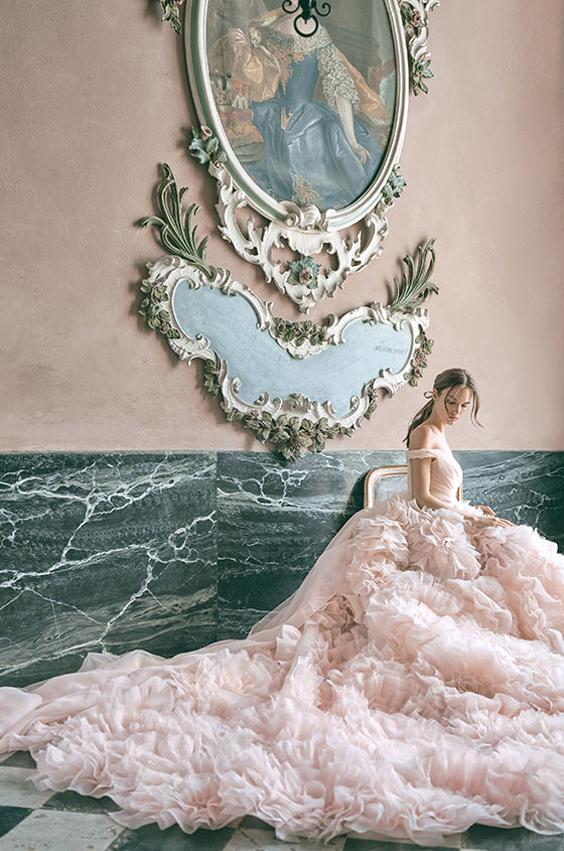 gekleurde trouwjurk monique lhuillier