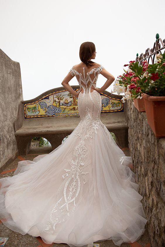 trouwjurk met bijzondere rug in mermaid stijl