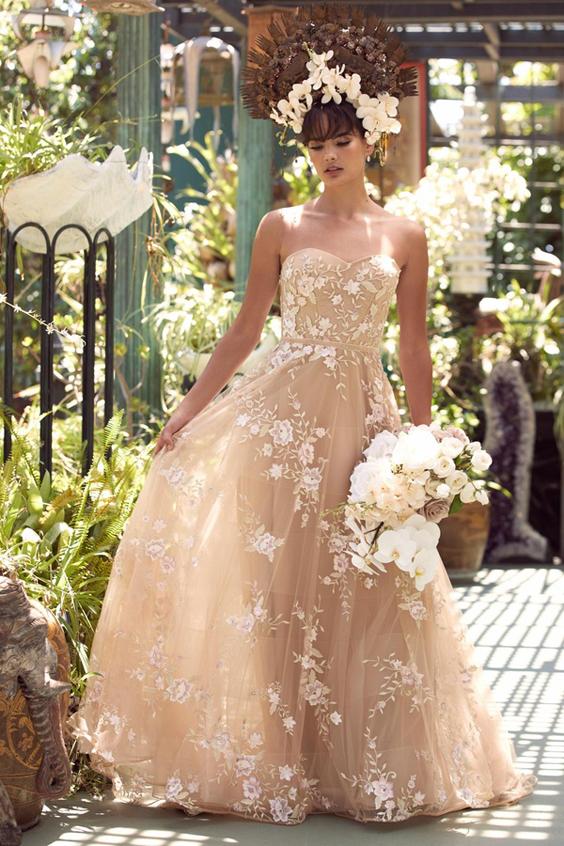 gekleurde trouwjurk nude